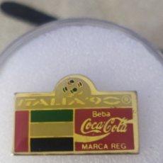 Coleccionismo deportivo: PIN EAU ITALIA 90 COCA COLA. Lote 246912100