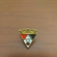Collezionismo sportivo: PIN AYAMONTE CLUB DE FÚTBOL - PINS HUELVA. Lote 248557970