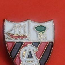 Collezionismo sportivo: PINS DE FÚTBOL CLUB ARENAS . VIZCAYA. Lote 248755950