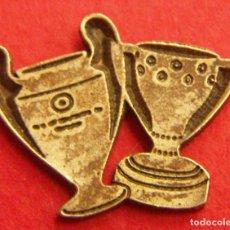 Coleccionismo deportivo: PIN DE COPAS TROFEOS. Lote 249553005