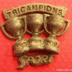 Coleccionismo deportivo: PIN TRICAMPIONS. Lote 249553720