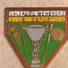 Coleccionismo deportivo: PIN FUTBOL - ALACANT / ALICANTE - CD CALZADOS MENENDEZ. Lote 252897875
