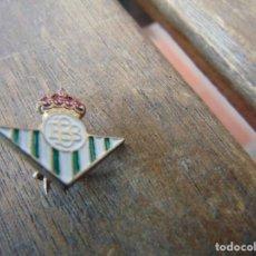 Coleccionismo deportivo: PIN PINS DEL REAL BETIS BALOMPIE EQUIPO ALFILER. Lote 253029035