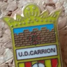 Collezionismo sportivo: PIN FÚTBOL, U.D. CARRIÓN. Lote 253512150