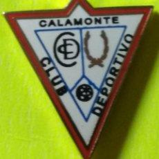 Collezionismo sportivo: PIN FÚTBOL, C.D. CALAMONTE. Lote 253797870