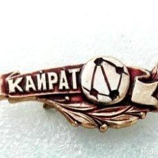 Coleccionismo deportivo: INSIGNIA EQUIPO DE FÚTBOL - 1980 AÑOS - KAIRAT ALMATY - USSR (KAZAKH REPUBLIC).. Lote 253915115