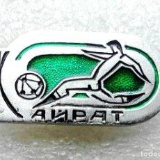 Coleccionismo deportivo: INSIGNIA EQUIPO DE FÚTBOL - 1980 AÑOS - KAIRAT ALMATY - USSR (KAZAKH REPUBLIC).. Lote 253915240