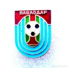 Coleccionismo deportivo: INSIGNIA EQUIPO DE FÚTBOL - 1980 AÑOS - TRAKTOR PAVLODAR - USSR (KAZAKH REPUBLIC).. Lote 253915535