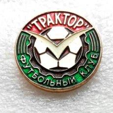 Coleccionismo deportivo: INSIGNIA EQUIPO DE FÚTBOL - 1980 AÑOS - TRAKTOR PAVLODAR - USSR (KAZAKH REPUBLIC).. Lote 253915660