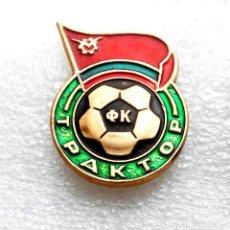 Coleccionismo deportivo: INSIGNIA EQUIPO DE FÚTBOL - 1980 AÑOS - TRAKTOR PAVLODAR - USSR (KAZAKH REPUBLIC).. Lote 253915785