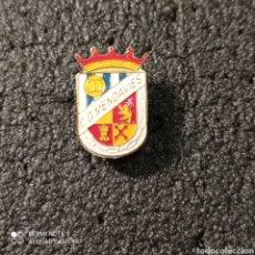 Coleccionismo deportivo: PIN C.D. MENDAVIES - MENDAVIA (NAVARRA). Lote 253934655