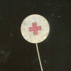 Coleccionismo deportivo: PIN PINS ANTIGUA INSIGNIA AÑOS 60 CRUZ ROJA ESPAÑOLA ONG. Lote 254092975