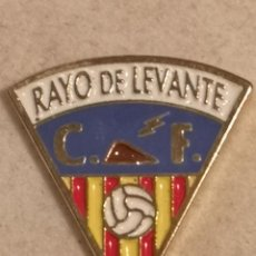 Coleccionismo deportivo: PIN FUTBOL - ALACANT / ALICANTE - BENIDORM - CF MONTSERRAT. Lote 254119405