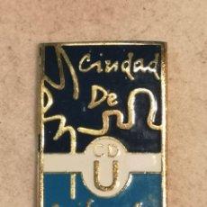 Coleccionismo deportivo: PIN FUTBOL - ALACANT / ALICANTE - ORIHUELA - CIUDAD DE ORIHUELA. Lote 254120205