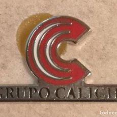 Coleccionismo deportivo: PIN FUTBOL - ALACANT / ALICANTE - PILAR DE LA HORADADA - GRUPO CALICHE. Lote 254305510