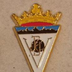 Coleccionismo deportivo: PIN FUTBOL - ALACANT / ALICANTE - VILLENA - CD VILLENA. Lote 254666570