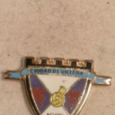 Coleccionismo deportivo: PIN FUTBOL - ALACANT / ALICANTE - VILLENA - CIUDAD DE VILLENA CF. Lote 254666760