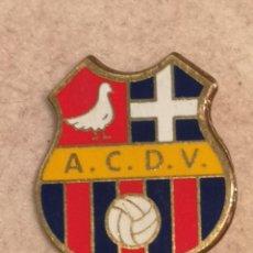 Coleccionismo deportivo: PIN FUTBOL - ALACANT / ALICANTE - ASOCIACION CULTURAL DEPORTIVA VILLAFRANQUEZA. Lote 254667030