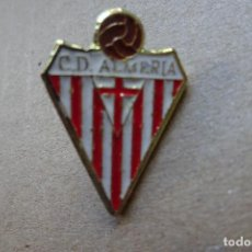 Colecionismo desportivo: PIN FÚTBOL - C.D. ALMERÍA. Lote 254813225