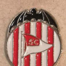 Coleccionismo deportivo: PIN FUTBOL - VALENCIA - SAGUNTO / SAGUNT - PUERTO DE SAGUNTO - SPORTING CLUB ACERO - ESCUDO AÑOS 30. Lote 254856730