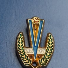 Coleccionismo deportivo: PINS. DE FÚTBOL OFICIAL. AD VILLAVICIOSA DE ODON MADRID. Lote 256058335