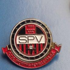 Coleccionismo deportivo: PINS DE FÚTBOL C. D. E. SPORTING DE VALLECAS CF. MADRID. Lote 256061775
