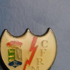 Coleccionismo deportivo: PINS DE FÚTBOL CF RAYO MAJADAHONDA. MADRID. Lote 256063705