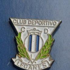 Coleccionismo deportivo: PINS DE FÚTBOL OFICIAL. CD LEGALES. MADRID. Lote 256063795