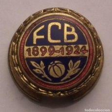 Coleccionismo deportivo: PIN INSIGNIA ESMALTADA DEL CLUB DE FÚTBOL F.C. BARCELONA 1899 - 1924 - 25 ANIVERSARIO. Lote 258806060