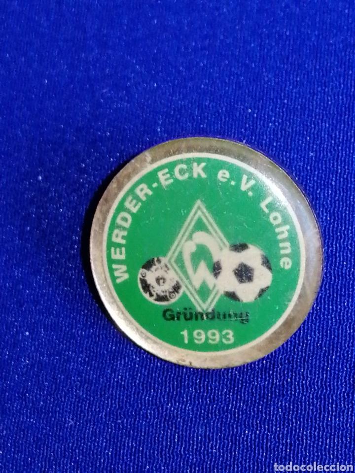 Coleccionismo deportivo: PIN FÚTBOL WERDER - ECK e. V Lohne 1993 - Foto 2 - 258973170