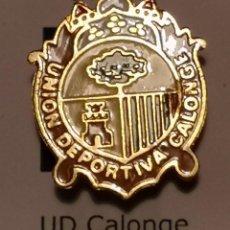 Coleccionismo deportivo: PIN FUTBOL - GIRONA - CALONGE I SANT ANTONI - UD CALONGE. Lote 260620605