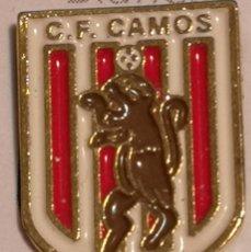 Coleccionismo deportivo: PIN FUTBOL - GIRONA - CAMÓS - CF CAMÓS. Lote 260697555