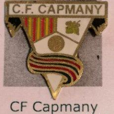 Coleccionismo deportivo: PIN FUTBOL - GIRONA - CAPMANY - CF CAPMANY. Lote 260787795