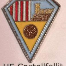 Coleccionismo deportivo: PIN FUTBOL - GIRONA - CASTELLFOLLIT DE LA ROCA - UE CASTELLFOLLIT. Lote 260788685