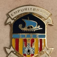 Coleccionismo deportivo: PIN FUTBOL - GIRONA - CASTELLÓ D'EMPURIES - CF EMPURIABRAVA CASTELLÓ. Lote 260789060
