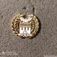 Coleccionismo deportivo: PIN C.F. PALLETER - PAIPORTA (VALENCIA). Lote 261645400