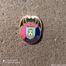 Coleccionismo deportivo: PIN U.D. TAVERNES - TAVERNES DE VALLDIGNA (VALENCIA). Lote 261645995