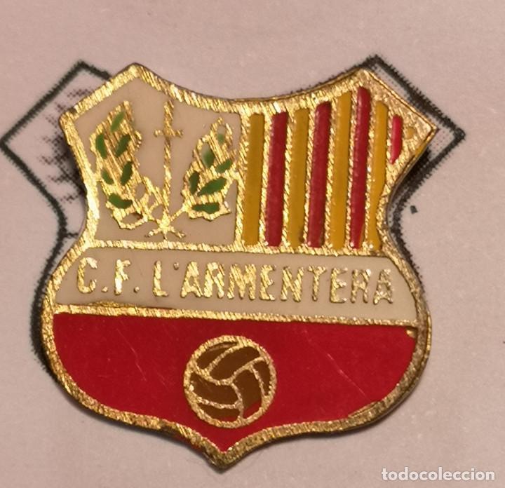 PIN FUTBOL - GIRONA - L'ARMENTERA - CF L'ARMENTERA (Coleccionismo Deportivo - Pins de Deportes - Fútbol)