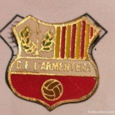 Coleccionismo deportivo: PIN FUTBOL - GIRONA - L'ARMENTERA - CF L'ARMENTERA. Lote 262020410