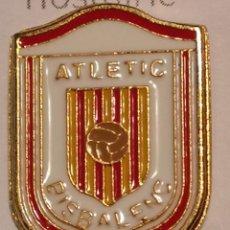 Coleccionismo deportivo: PIN FUTBOL - GIRONA - LA BISBAL D'EMPORDA - ATLETIC BISBALENC. Lote 262020950