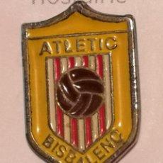 Coleccionismo deportivo: PIN FUTBOL - GIRONA - LA BISBAL D'EMPORDA - ATLETIC BISBALENC. Lote 262020980