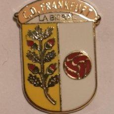 Coleccionismo deportivo: PIN FUTBOL - GIRONA - LA BISBAL D'EMPORDA - CD FRANKFURT. Lote 262021065
