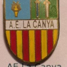 Coleccionismo deportivo: PIN FUTBOL - GIRONA - LA CANYA - AE LA CANYA. Lote 262021595
