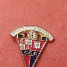 Coleccionismo deportivo: PINS DE FÚTBOL. OFICIAL. CUÉLLAR CF. CASTILLA Y LEÓN. Lote 262053075