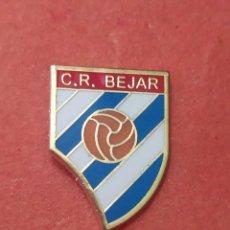 Coleccionismo deportivo: PINS DE FÚTBOL C. R. BÉJAR SALAMANCA. CASTILLA Y LEÓN. Lote 262053540