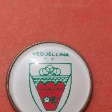 Coleccionismo deportivo: PINS DE FÚTBOL. OFICIAL. VEGUELLINA CF LEÓN. Lote 262053710