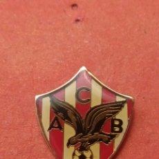 Coleccionismo deportivo: PINS DE FÚTBOL AC BEMBIBRE. LEÓN. Lote 262054205