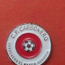 Coleccionismo deportivo: PINS DE FÚTBOL CP. CARBONERO SEGOVIA CASTILLA Y LEÓN. Lote 262054545