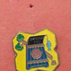 Coleccionismo deportivo: PINS DE FÚTBOL. CANTALEJO CD SEGOVIA. Lote 262055120