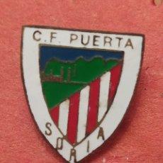 Coleccionismo deportivo: PINS DE FÚTBOL CF PUERTA. SORIA. Lote 262056360
